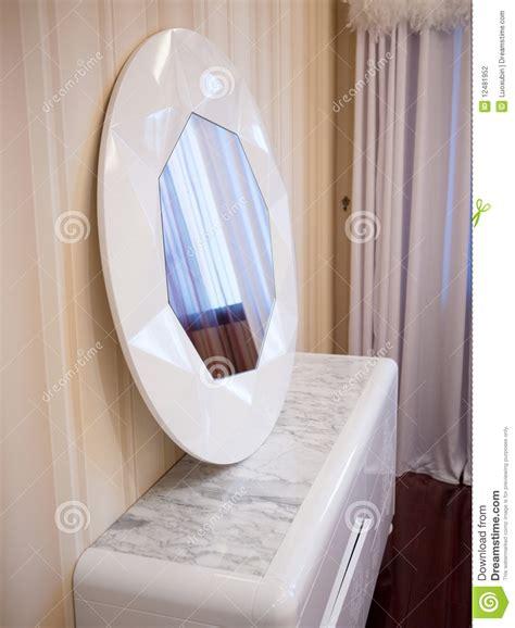 miroir dans une chambre miroir de chambre a coucher