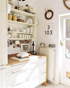 Küche Deko Wand : wei e k chen mit holzarbeitsplatten wohnkonfetti ~ Whattoseeinmadrid.com Haus und Dekorationen