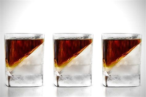 Whiskey Wedge, for Perfect Temperature Whisky   Baxtton