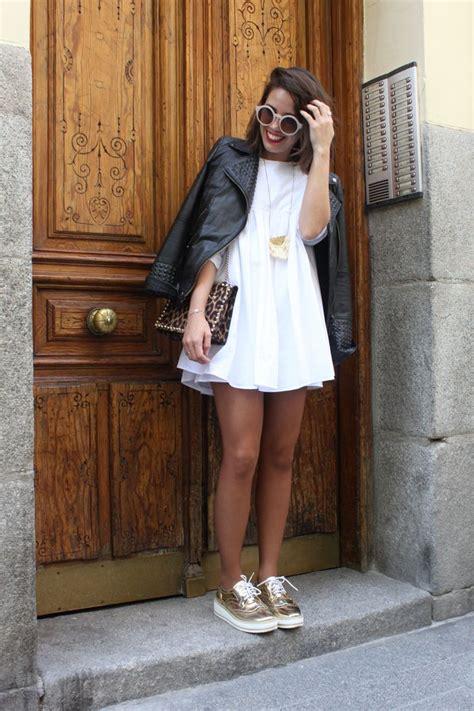Outfit Zapatos Dorados Casual