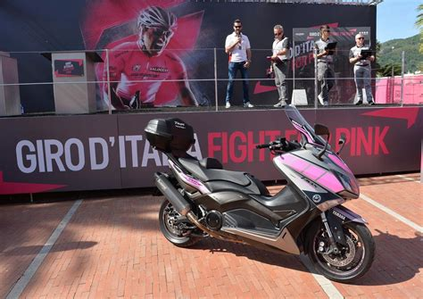 D Italia Cambio Ufficiale Tmax Yamaha 232 Scooter Ufficiale Giro 2015 Motociclismo