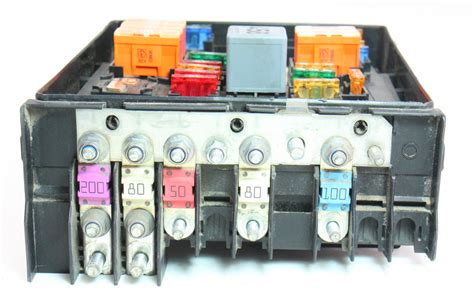 Volkswagen Jettum Gli Fuse Box by Fuse Relay Block 2006 Vw Jetta Mk5 Tdi Engine