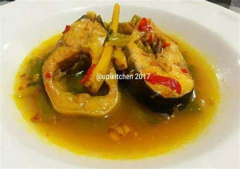 However, other kind of meat such as beef, chicken or seafood might be used as well. Resep Ikan Patin Kuah Kuning Asam Pedas oleh @upikitchen ...