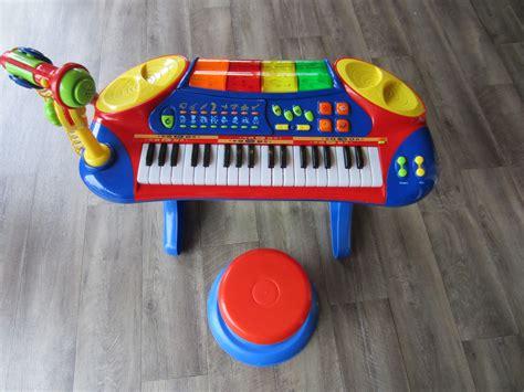 piano avec micro et tabouret 28 images maxi toys promotion piano avec lumieres et micro