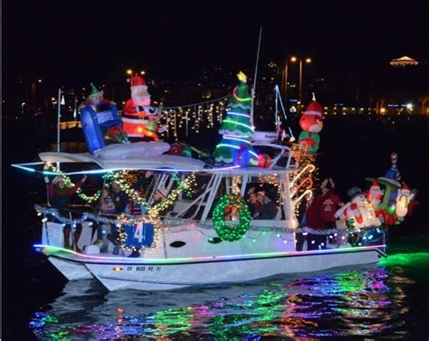 san diego boat parade of lights holiday cheer and lights on san diego 39 s big bay