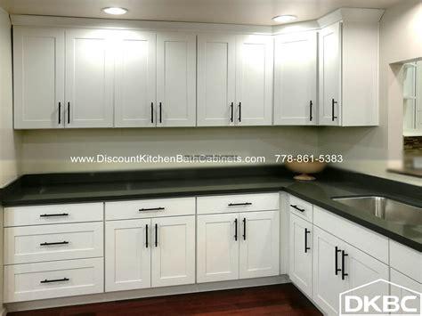 dkbc swan white shaker maple g10 kitchen cabinets dkbc 576 gs swanwhite910