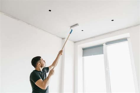 Zimmerdecke Streichen Tipps by How To Paint High Ceilings Diy Painting Tips