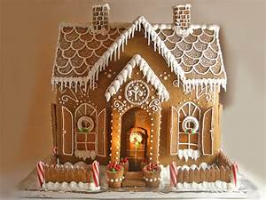 14 Incredible Gingerbread Houses - Pretty My Party