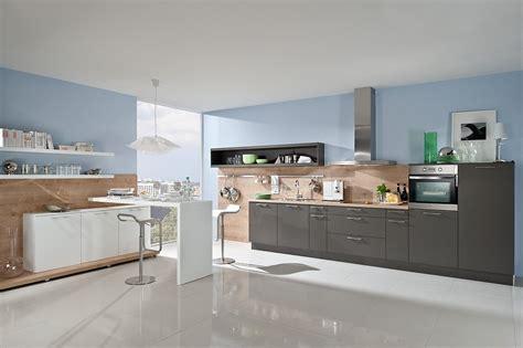 Einfach Wohnraumgestaltung Grau Offene K 252 Che In Grau Mit Paneelw 228 Nden In Holzoptik