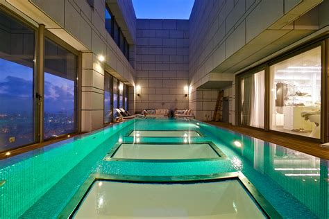 stunning penthouse  private rooftop swimming pool