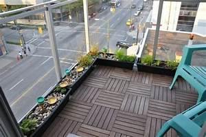 Balkon Fliesen Holz : balkon glas gel nder holz fliesen blumen kasten boden kerzen balkongel nder pinterest ~ Buech-reservation.com Haus und Dekorationen