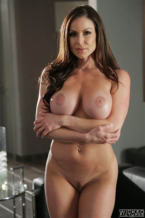 Milf Pornstar Kendra Lust Stripping Nude To Flaunt Big