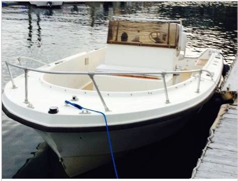 Bow Console Boat by Mako Bowrider Center Console Center Console Bowrider Boat