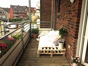 Balkonmöbel Aus Europaletten : diy balkonm bel aus europaletten balkon diy paletten bank einrichtungsideen mit diy m bel ~ Markanthonyermac.com Haus und Dekorationen
