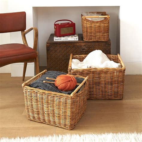 Aufbewahrung Getragene Kleidung by Wicker Baskets Used As Storage In The Small Spaces