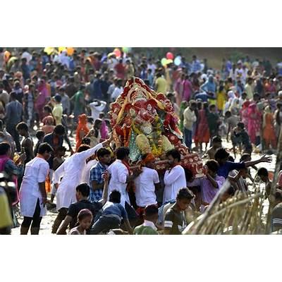 Ganesh visarjan 2017: Devotees bid adieu to their beloved