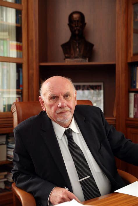 Prezident Zeman neudělí Rychetskému Řád TGM. Zrušením ...