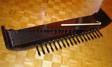 Harmonika termasuk dalam alat musik melodis yang dimainkan dengan cara diisap dan buka ditiup. Kacapi suling — Wikipédia