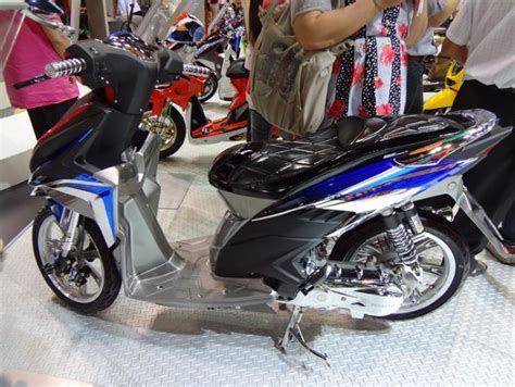 Foto Vario 125 Thailook by Modifikasi Vario 125 Esp Iss Fi Velg Jari Jari 17 Thailook