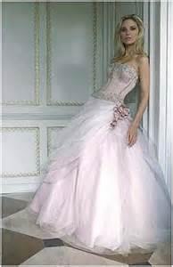 brautkleid rosa prominentens braut look biels rosa brautkleid meine brautkleider