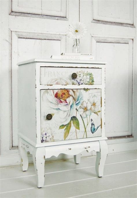 shabby chic nachttisch 25 best ideas about decoupage vintage on vintage decoupage chair and