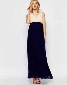 10 splendides robes de grossesse pour futures mamans for Quelle couleur mettre avec du bleu marine 17 10 splendides robes de grossesse pour futures mamans