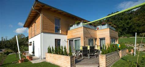 Haus Modern Walmdach Groes Weies Modernes Haus Mit