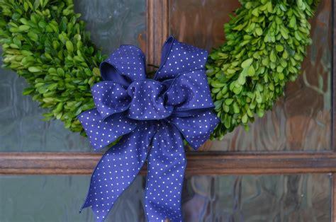diy wired ribbon bow   holiday wreaths beneath