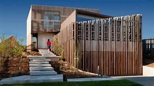 Fassadengestaltung Holz Und Putz : moderne residenz mit innendesign aus holz bietet ~ Michelbontemps.com Haus und Dekorationen