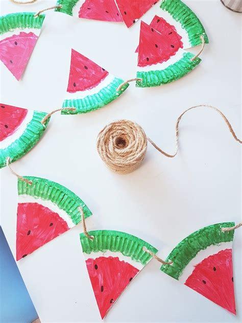 pappteller bastelidee im sommer fruchtige melonen girlande bastelideen basteln und