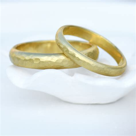 4mm hammered wedding ring in 18ct gold wedding bands