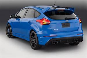 Ford Focus Rs Bleu : blue 2 ford focus rs brightens up its paint for production car magazine ~ Medecine-chirurgie-esthetiques.com Avis de Voitures