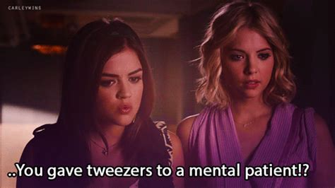 Lucy Hale (Aria Montgomery) & Ashley Benson (Hanna Marin ...