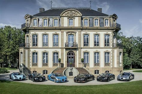 'the bugatti legends capsule collection is an authentic example of bugatti's new lifestyle activities and exclusive product lines that we dedicate to our customers and lovers of the brand. Bugatti Legends Capsule: An Artisanal Collection Clothes for Women and Men