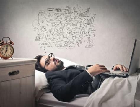 lutter contre le sommeil au bureau éloge de la sieste réparatrice même au travail