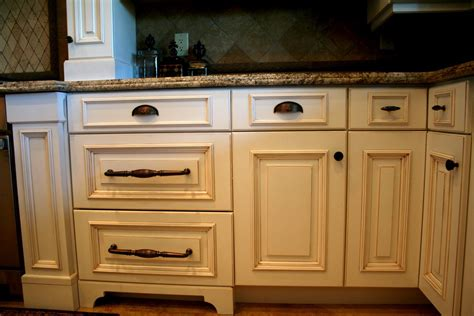 Kitchen Knobs And Pulls by Kitchen Cabinets Knobs And Pulls Pulls Mixed With