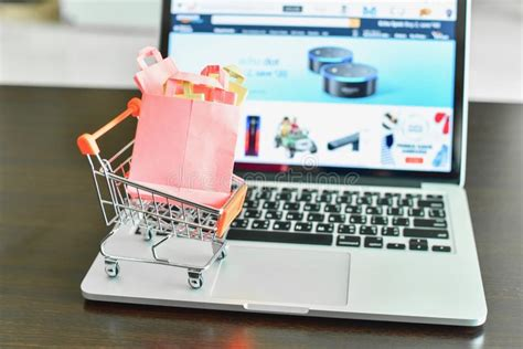 mini shopping cart  computer laptop business concept