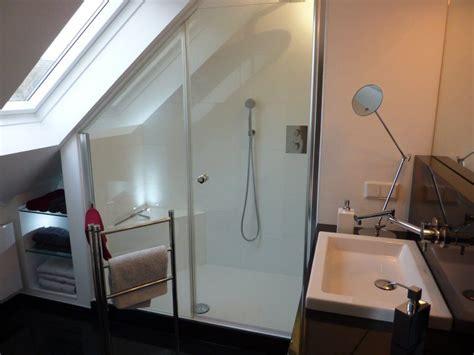 Kleines Badezimmer Mit Dachschräge Renovieren by Badgestalten Duschen Unter Der Schr 228 Ge Badezimmer