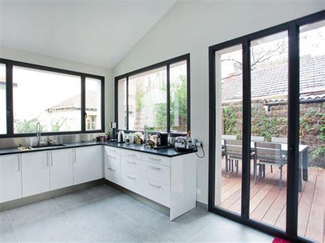 cuisine avec porte fenetre restructuration pièces à vivre ouest home porte et