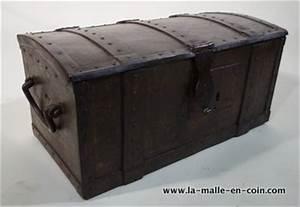 Coffre En Métal : la malle en coin r1475 coffre m tal autres malles ~ Teatrodelosmanantiales.com Idées de Décoration