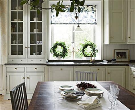 kitchen cabinets with glass fronts landlig eleganse rustikk romantikk min stil kj 248 kken 8173