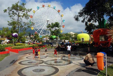 alun alun jadi ikon wisata  kota batu batikimono