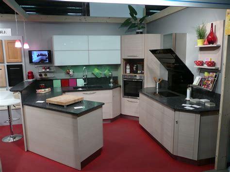 cuisine d expo pas cher cuisine avec frigo noir