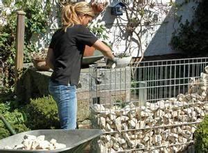 Zaun Bauen Pfosten Setzen Forum : anleitung zaun oder sichtschutz mit gabionen bauen diy info ~ Lizthompson.info Haus und Dekorationen