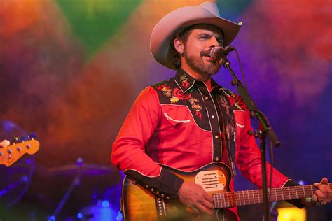 Country Music Star Rick Trevino Sings About Latinamerican