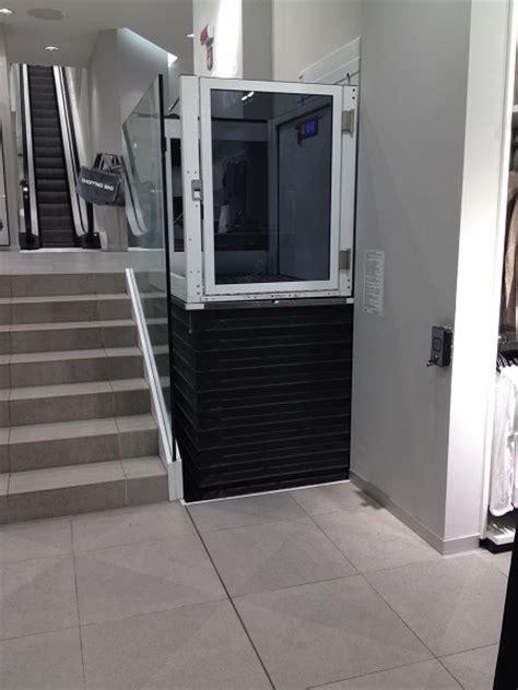 pedana elevatrice per disabili piattaforma elevatrice s11 di vimec per piccoli dislivelli