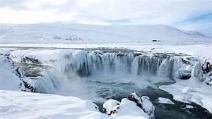 Romance Around Iceland