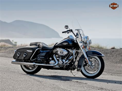 Harley Davidson Road King 4k Wallpapers by Harley Davidson Road King Wallpaper Wallpapersafari