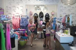 Calgary-based clothing store wants girls to have a healthy ...
