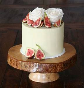 A layer of love: single-tier wedding cake | Easy Weddings